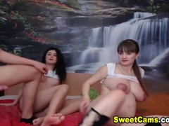 Two hot babes on webcam
