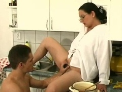Hairy twat mom in the kitchen gives bj fuck tool