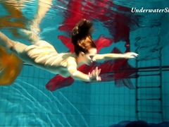 Edwige slutty teen underwater